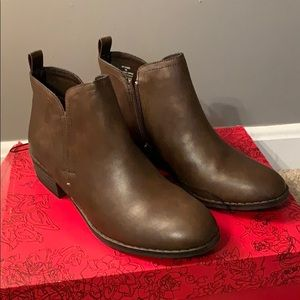 Brown American Eagle ankle boots